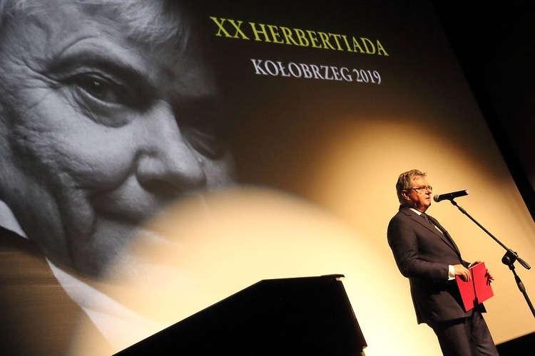 Czesław Hoc z Listem od Wicepremiera P. Glińskiego. Fot. Katarzyna Matejek (GN)