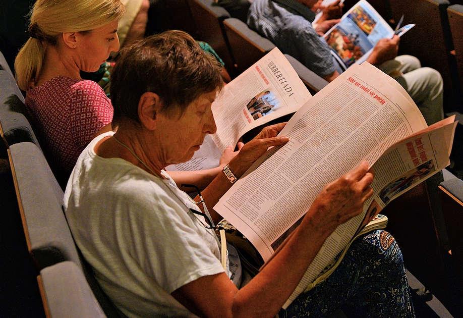 Widzowie zaczytani w Herbertiadowej gazecie