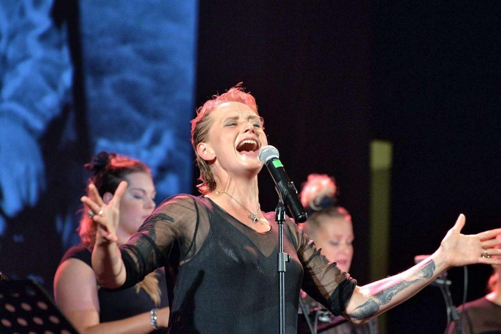 Natalia Sikora w premierowym koncercie Struna światła